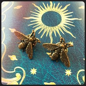 brass bee pins for collar like Riverdale cast